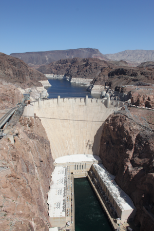 De Hoover Dam in vol ornaat